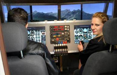 Experienta de zbor pe simulatorul unui avion de linie in Constanta - 30 minute Experiente cadou
