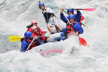 White water rafting pe raul Jiu si invitati Experiente cadou