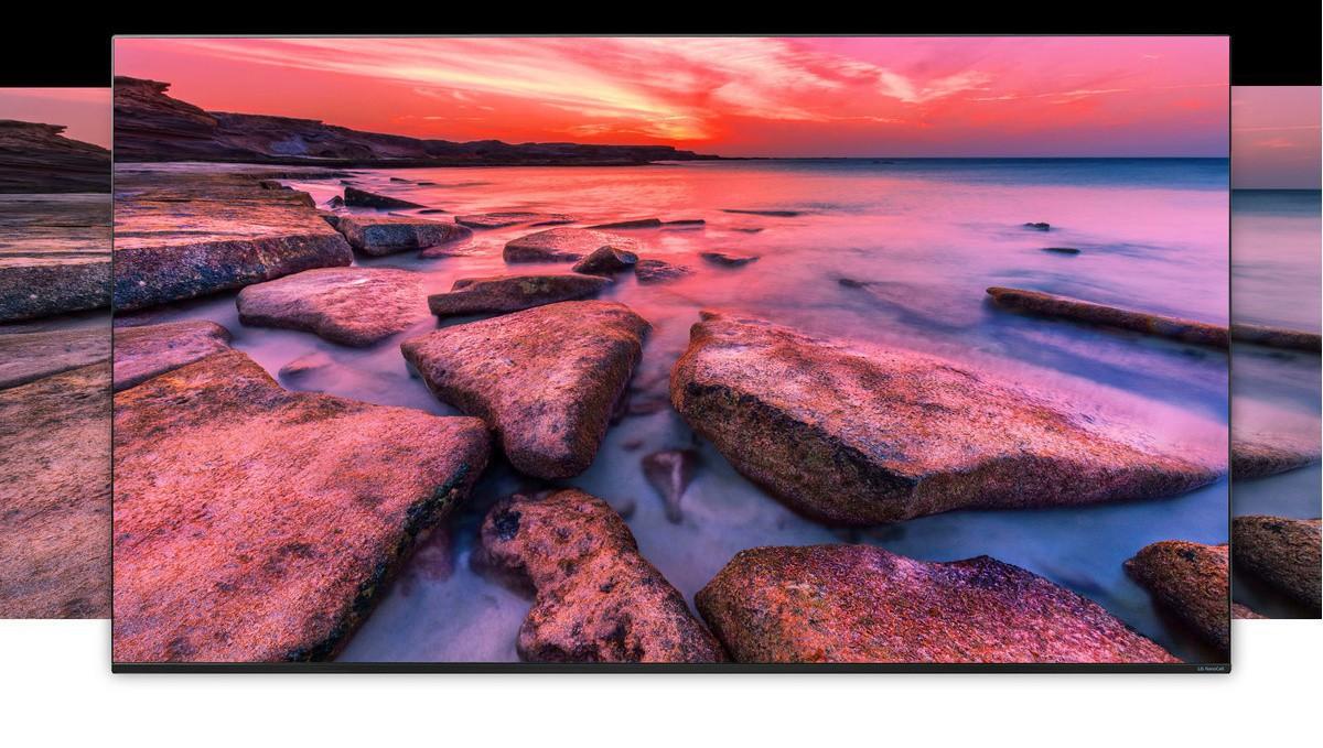 Zaslon televizora koji prikazuje široki pogled na prirodu